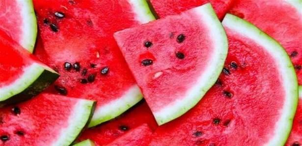 بينها منع تساقط الشعر ..  لهذه الأسباب الـ10 تناولوا بذور البطيخ!