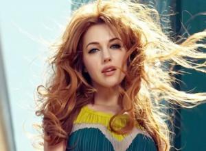 """بعد ظهورها  """"عارية """" التركية  أوزيرلي تواجه الانتقادات"""