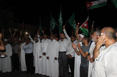 بالصور : عقباويون يحيون ''القسام'' ويطالبون برفع الحصار عن غزة