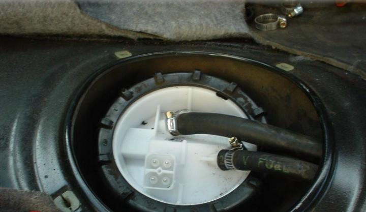 تعرف على أبرز أعراض وأسباب تلف مضخة الوقود في السيارة