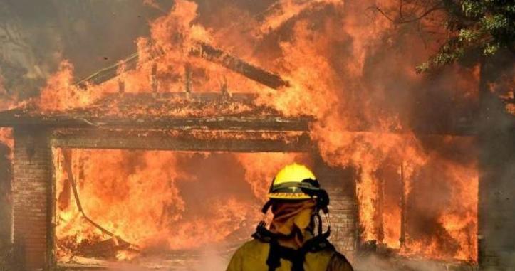 25 قتيلاً جراء الحرائق في كاليفورنيا