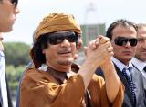 العثور على ١٢.٥ مليار دولار مدخرات القذافي داخل حظيرة طائرات