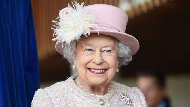في خطاب نادر الملكة إليزابيث الثانية تطالب البريطانيين بالانضباط