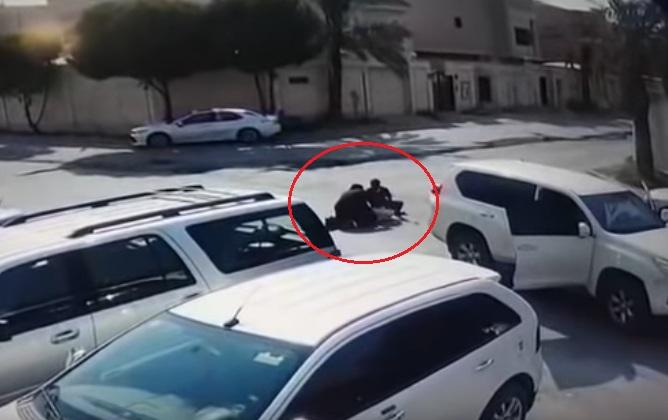 فيديو صادم  ..  جريمة مروّعة في وضح النّهار  ..  سرقة تحوّلت لدهس وقتل !!