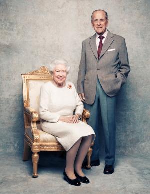 بالصور  ..  ماذا كان ينادي الأمير فيليب زوجته الملكة إليزابيث؟