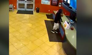 """لص """"سيء الحظ"""" يقتحم مطعما لم يكن به سوى زوجين من الشرطة ..  فيديو"""