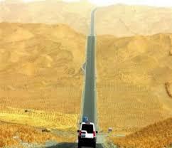 الصين تشرع في تشغيل أطول طريق سريع عبر الصحراء في العالم