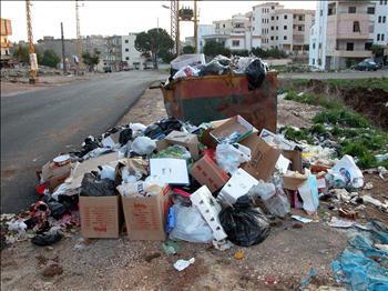 شكاوى من تراكم النفايات بشوارع الرمثا ومناطقها