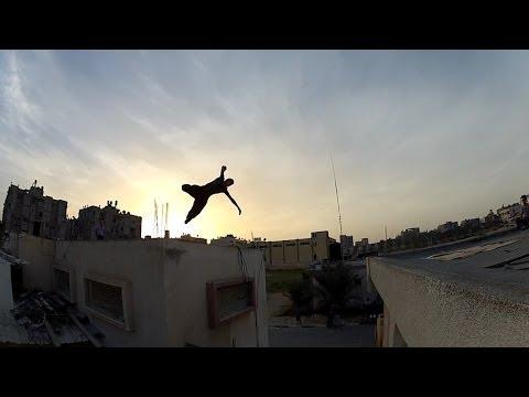 بالفيديو  ..  حركات مخيفة من فريق باركور غزة