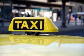 """سائقو تاكسي يغلقون مجددا دوار جامعة اليرموك احتجاجا على """"المخالفات"""""""