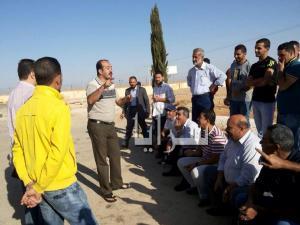 مخلصو جمرك العمري يعتصمون احتجاجاً على اجراءات تفتيش المركبات