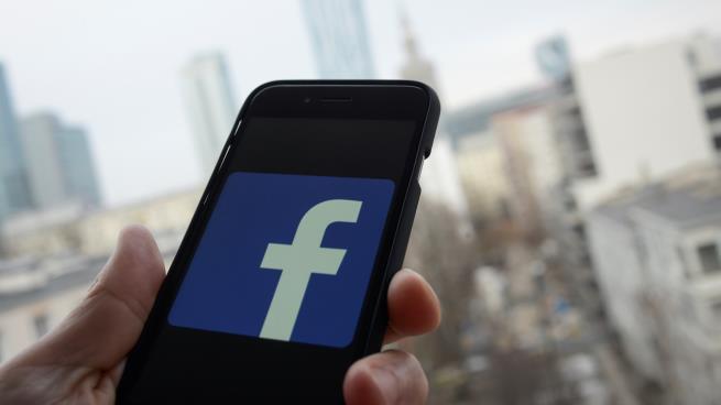 فيس بوك يرفع الحظر عن الحشيش