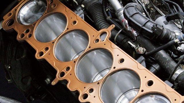 4 خطوات تفحص بها رأس محرك السيارة