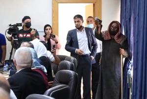 """بالفيديو  ..  مسن أردني ينفجر باكيا امام النواب: """"بدي وظيفة لبنتي أنا مش جاي أشحد"""""""
