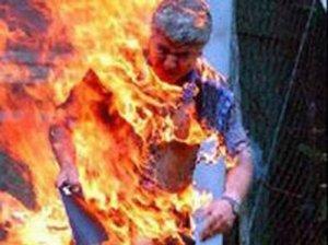 جنين : شاب يحرق أحد أقاربه ويسلم نفسه للشرطة