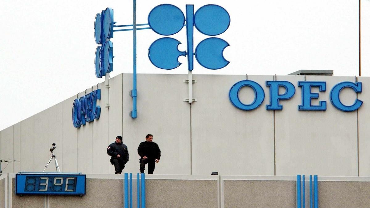 أوبك تقلص توقعاتها لطلب النفط وتقول إن وتيرة التوازن ستتسارع