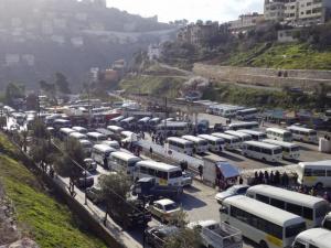 وساطة نيابية توقف اضراب حافلات النقل