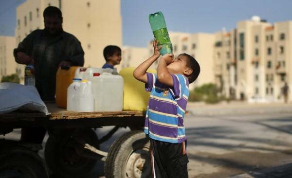 كم لتر مياه يستهلك المواطن الفلسطيني في قطاع غزة يومياً؟