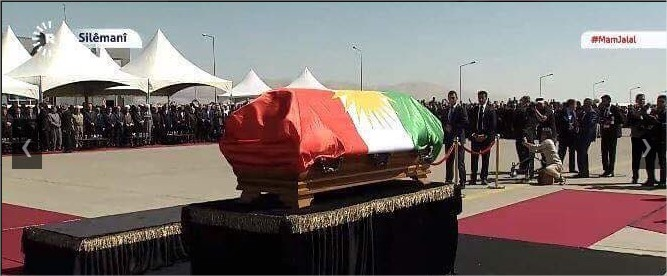 تشييع جثمان طالباني ونعشه يثير جدلا بعد لفه بالعلم الكردي