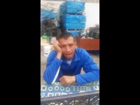 بائع من طولكرم يعبّر عن معاناته  ..  بأغنية