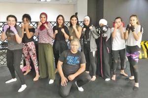 """لأول مرة في الأردن   ..  40 فتاة """"ملاكمة"""" يجتمعن في أول بطولة"""
