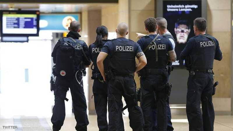 احتجاز رهينة وإطلاق نار ..  والشرطة الألمانية تغلق المنطقة