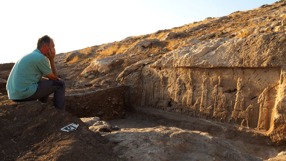 بالصور  ..  الكشف عن منحوتات أثرية مذهلة في العراق أخفاها العلماء عن داعش