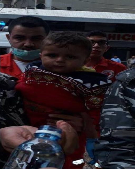 بالصور  ..  العثور على طفل حي داخل كيس نفايات في احد شوارع لبنان