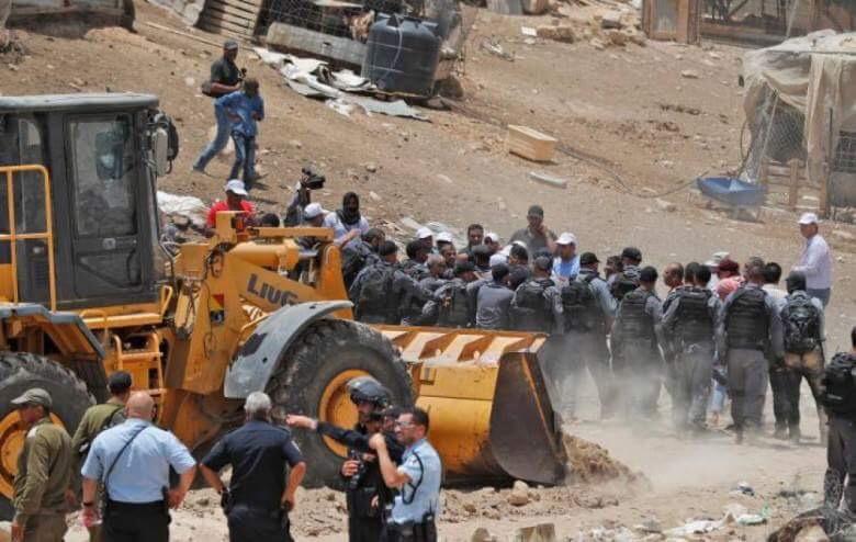 هدوء حذر في الخان الأحمر بعد هدم الاحتلال 5 منازل متنقلة