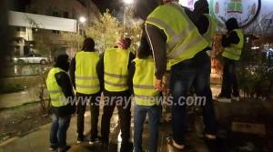 اربد: محتجون يرتدون سترات صفراء يغلقون الطريق الرئيسي بالإطارات المشتعلة في لواء الطيبة .. صور