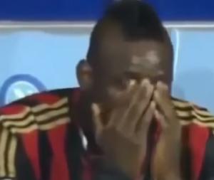 بالفيديو .. لقطات عنصرية داخل الملعب