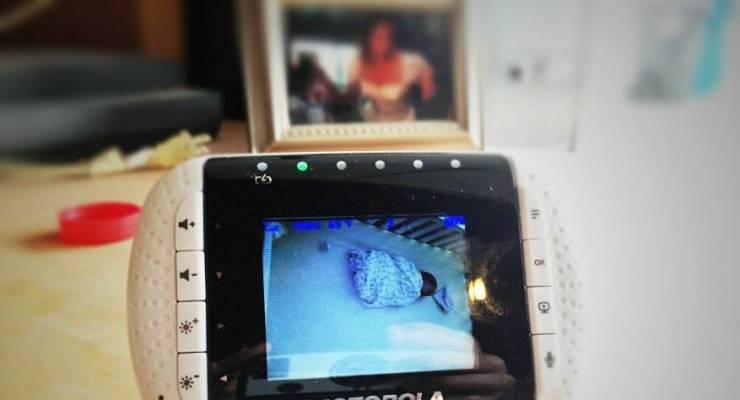 كاميرات مراقبة توثق ظهور شبح في غرفة طفل رضيع  ..  صورة