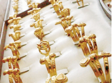 أسعار الذهب تستقر والطلب يرتفع محليا