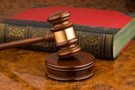 """قاضي يأمر بحجز متهم لمدة أسبوع حتى يحفظ """"سورة الفاتحة"""""""