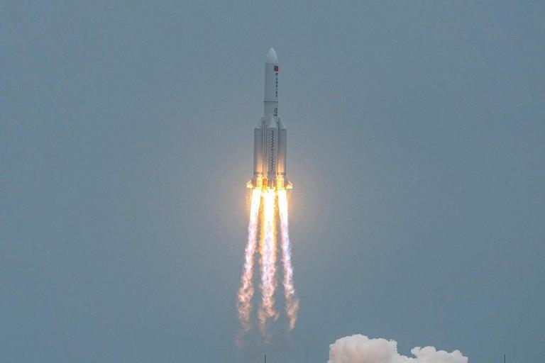 الفلكي مجاهد: الصاروخ الصيني يعبر سماء الأردن للمرة الثانية قبل تحطمه في هذا الوقت