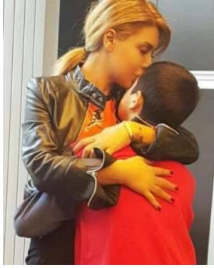 بالصور  ..  لحظات مميزة جمعت الفنانات بأطفالهنّ ..  شاهدوا نوال الزغبي مع أحد توأميها