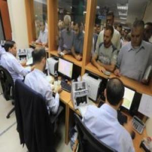 نفي صرف دفعة مالية ثانية لموظفي غزة