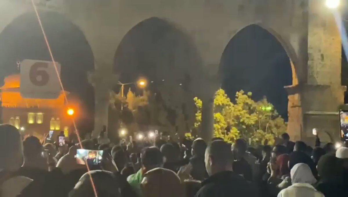 """بالفيديو  ..  مسيرة حاشدة في المسجد الأقصى رفضاً لاعتداءات الاحتلال: """"حط السيف قبال السيف"""""""