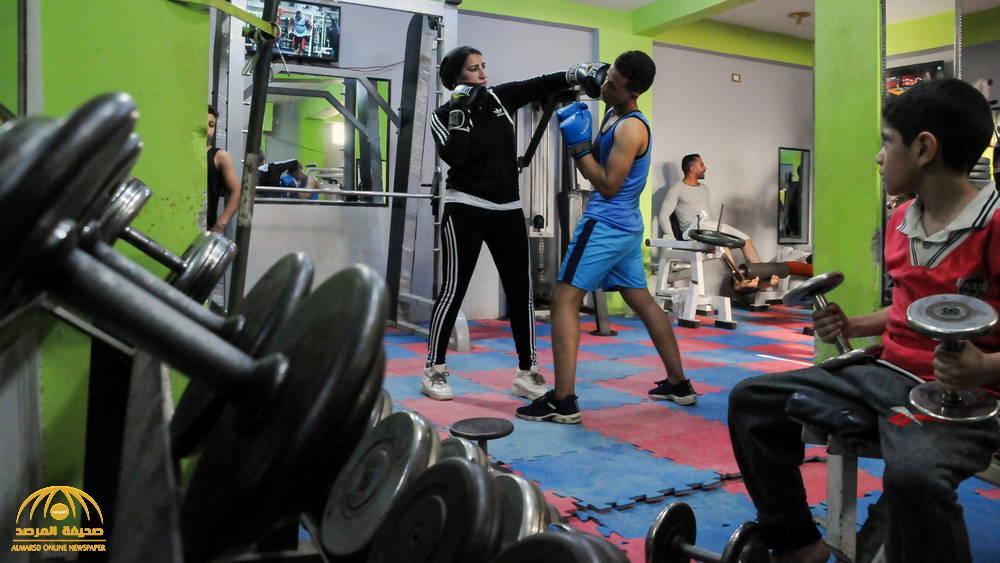 """""""كسرت التقاليد"""" ..  امرأة عربية تدرب الرجال على الملاكمة  .. صور"""