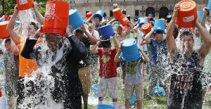 """بسبب هدر المياه... احتجاجات في الصين على تحدي""""دلو الثلج """""""