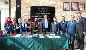 """بالصور ..  """"امنحني كتابك""""  ..  مبادرة في """"عمان العربية"""""""