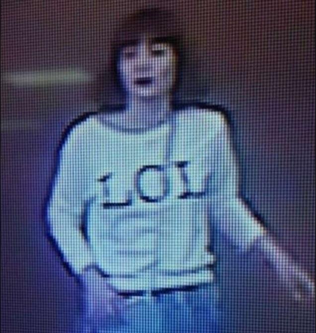 بالفيديو والصور .. كاميرات المراقبة ترصد قاتلة شقيق الزعيم الكوري