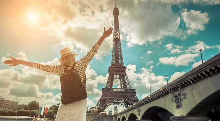 فرنسا بلا كمامات وبلا حظر