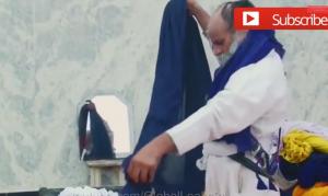 بالفيديو .. صاحب أكبر عمامة في العالم
