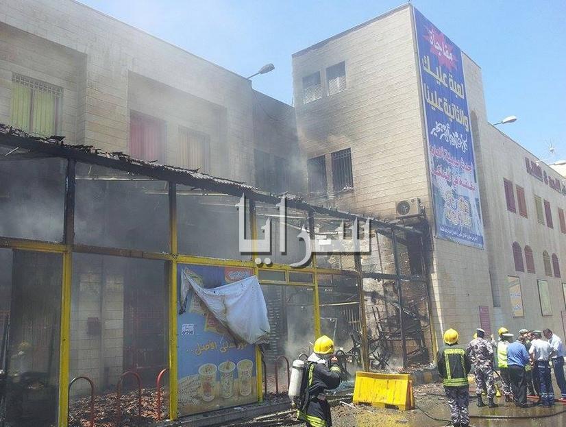 بالصور ... اندلاع حريق في مركز تجاري  بالمقابلين