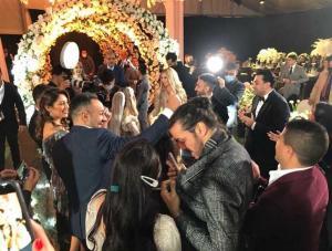 """بالفيديو و الصور  ..  بالروح الرياضية """"عماد متعب وشيكابالا"""" معا في حفل زفاف نادر حمدي"""