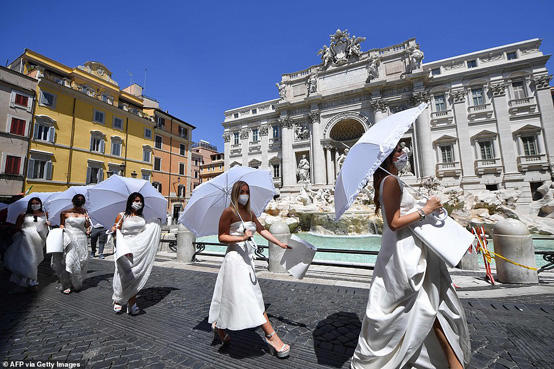 مظاهرة لعرائس إيطاليا - صور