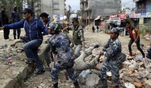 بالفيديو.. حصيلة قتلى زلزال نيبال ترتفع إلى 3218