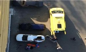 سيارة تنقذ حياة شاب سقط من الطابق 23