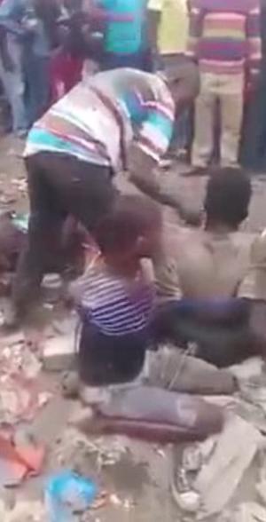 بالصور.. حرق 5 رجال أحياء بجنوب أفريقيا